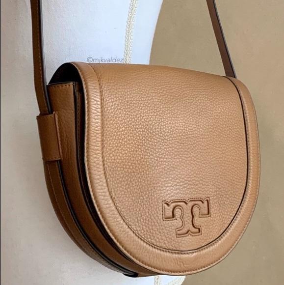 Tory Burch Handbags - Tory Burch Serif T Crossbody Saddle Bag